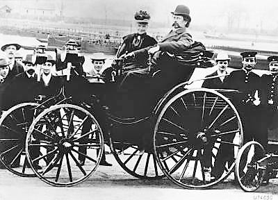 Bertha Benz with her husband Karl Benz in a Benz Viktoria, model 1894