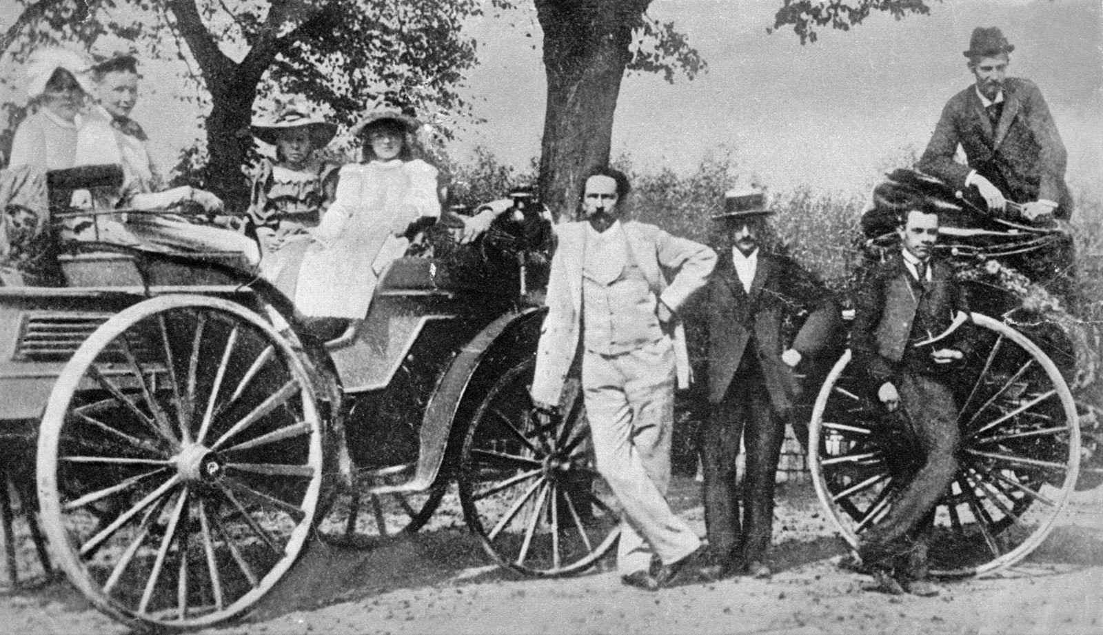 Karl Benz family outing friends one automobiles 1894