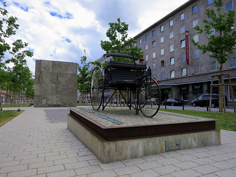 The Carl Benz monument in Mannheim (2015)