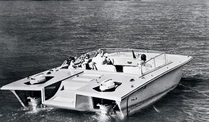The fibreglass reinforced plastic Yamaha CAT-21 motorboat was launched in 1960