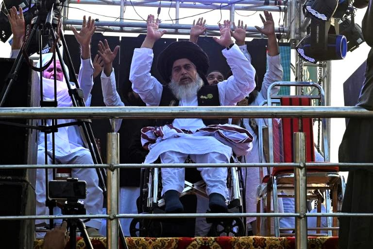 Massive crowds attend funeral for Pakistani firebrand cleric