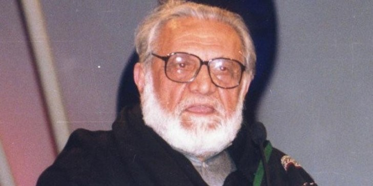 Ashfaq Ahmed while he was recording a program of Zavia